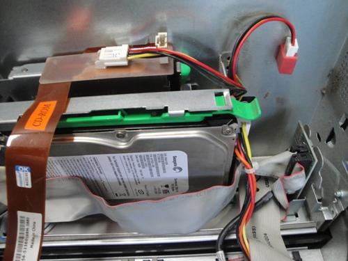 ハードディスクや光学ドライブの電源