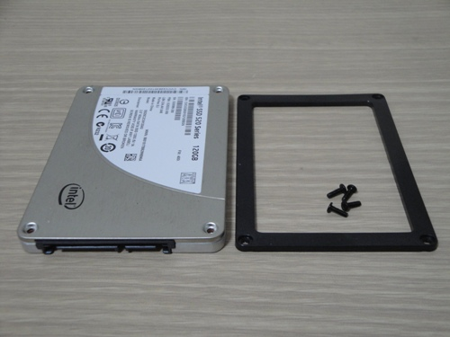 SSD本体とスペーサー