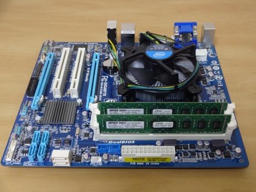 CPUとメモリの取り付け